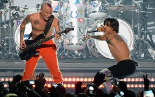 chili-peppers-on-stage