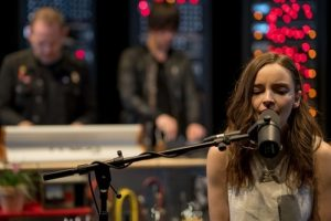 WATCH CHVRCHES PERFORM AN EXCLUSIVE VERSION OF WONDERLAND INSIDE THE MOOG SOUND LAB