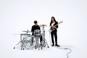 """INDIE POP DUO TANDM SHARES VIDEO FOR """"GIRL IN THE BATHROOM MIRROR"""""""