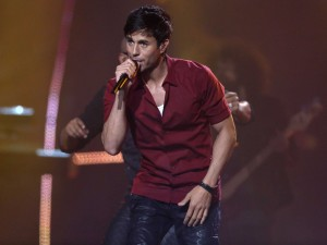 Enrique Iglesias and Pitbull – Together on Stage