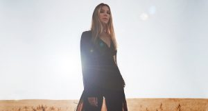 Louise Lemón with the new  lucid and powerful single 'Cross'