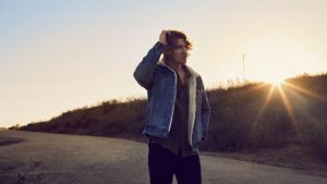 """Dean Lewis Releases New Video For Single, """"7 Minutes,"""