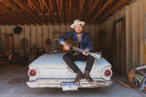 Nathaniel Rateliff: Singer-Songwriter-Guitarist Partners With Gibson To Deliver The LG-2 Western, An Acoustic Guitar To Fit His Diverse And Eclectic Playing Style